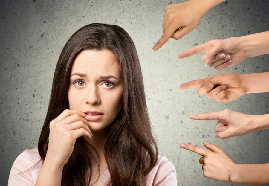 Hypnotherapy for Social Phobia in Your Town - Woman Feeling Judged