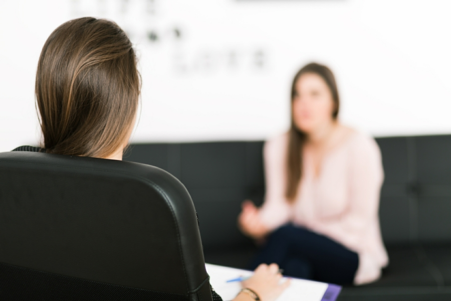 Cognitive Behavioural Therapy in Your Town - CBT Therapist with Client